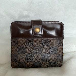 Authentic Louis Vuitton short wallet damier print